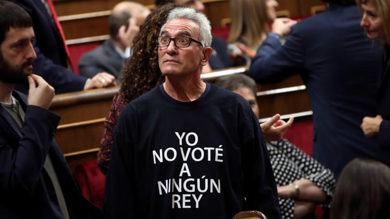 Some MPs wore black sweatshirts with the statement 'I didn't vote for any king' [Susana Vera/Reuters]