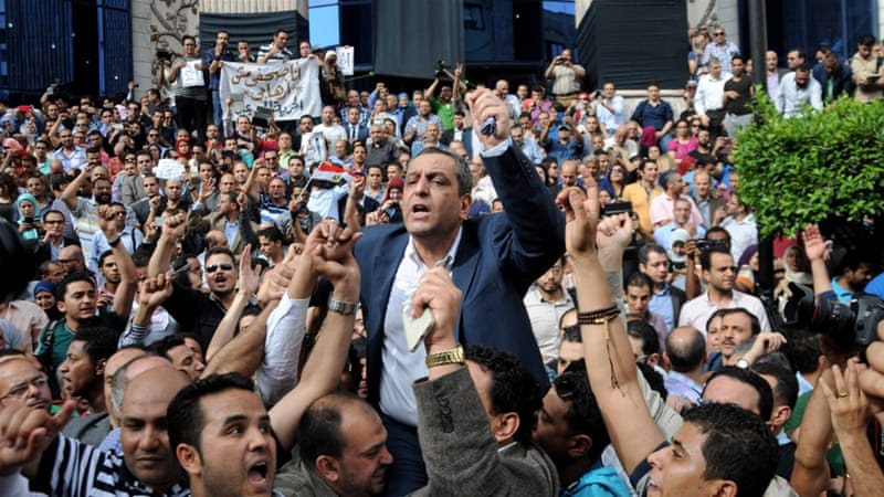 Egypt jails journalist union head for two years