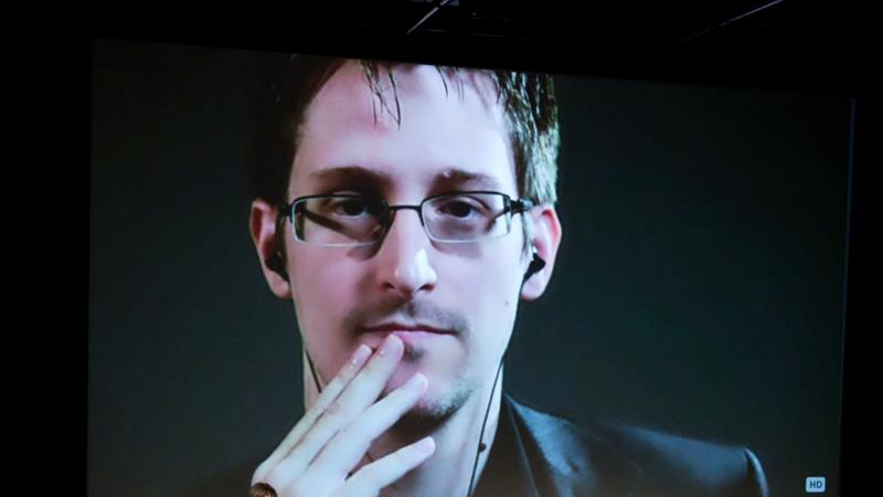 Snowden talks with Jane Mayer via satellite at the 15th Annual New Yorker Festival in 2014 [File: Christopher Lane/AP Images]