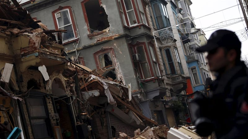 A loud noise reportedly led people to warn those in the building to evacuate before it collapsed [Murad Sezer/Reuters]