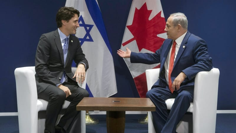 Israel's Prime Minister Benjamin Netanyahu speaks with Canada's Prime Minister Justin Trudeau [AP]