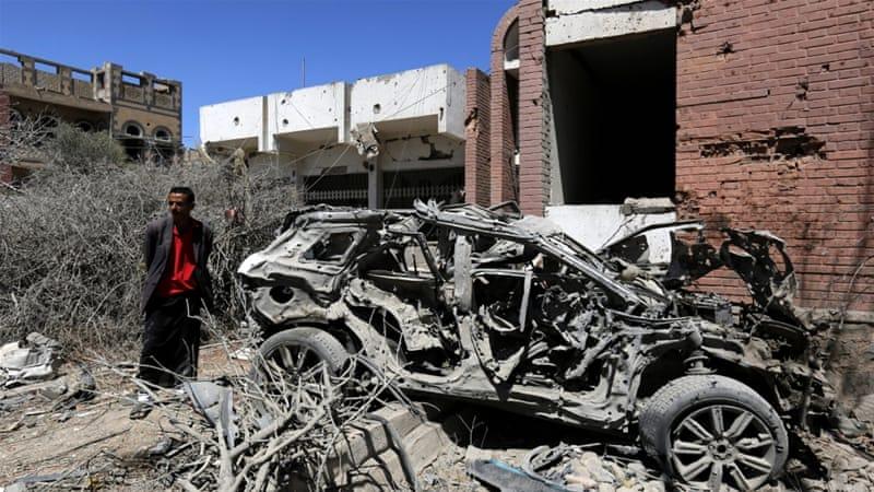 Air strikes hit a popular market in Yemen's Sanaa and killed at least 40, residents say [Yahya Arhab/EPA]