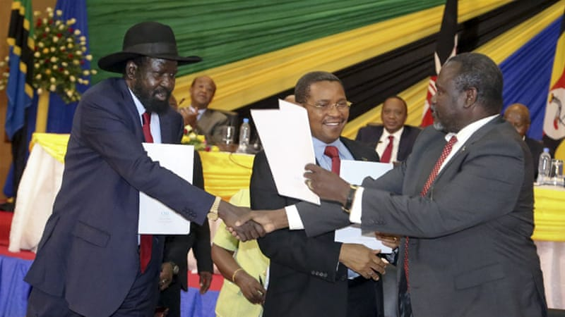 Riek Machar, right, is expected to arrived in the South Sudanese capital next week after signing a peace deal with President Kiir, left [AP]