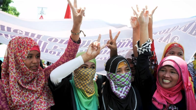 Muslim women gesture as they join hundreds of peace advocates in a peace march towards the House of Representatives in Quezon City, metro Manila May 11, 2015 [Reuters]