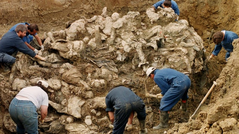 International War Crimes Tribunal investigators clearing away soil and debris from dozens of Srebrenica victims buried in a mass grave near the village of Pilica in Boisnia-Herzegovina. [AP]