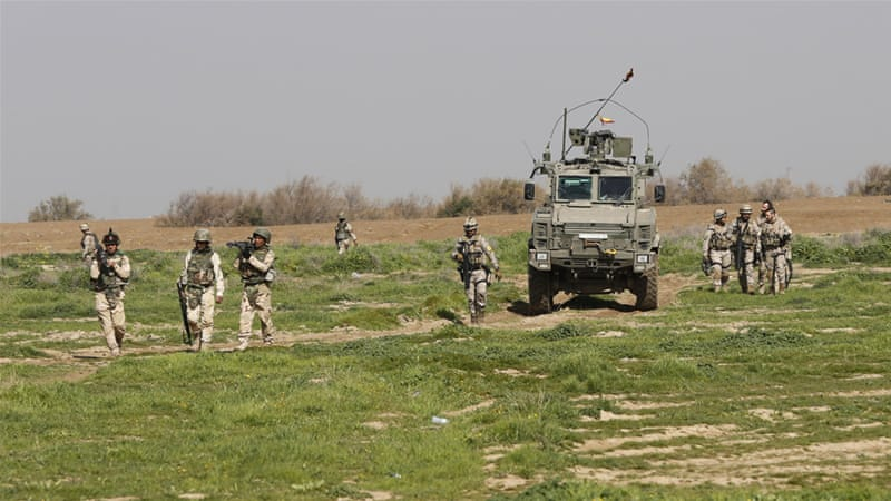 Iraqi soldiers participate in exercises with US and Spanish trainers [Karim Kadim/AP]