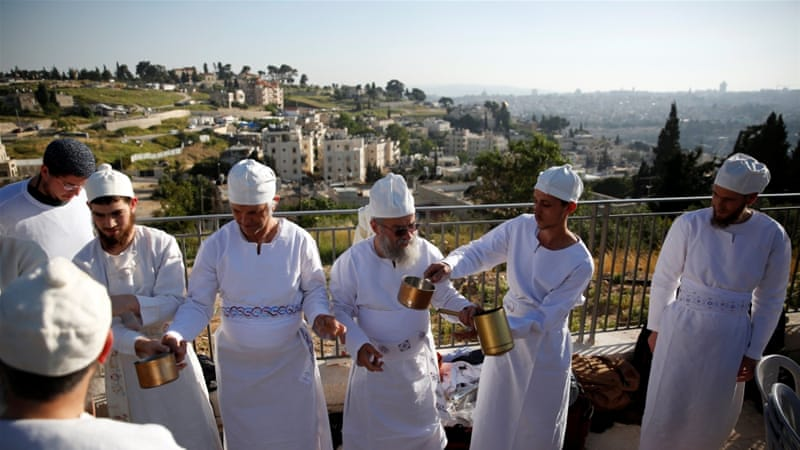An Orthodox Jewish priest practises before a re-enactment ceremony of the Passover sacrifice start in Jerusalem [REUTERS]
