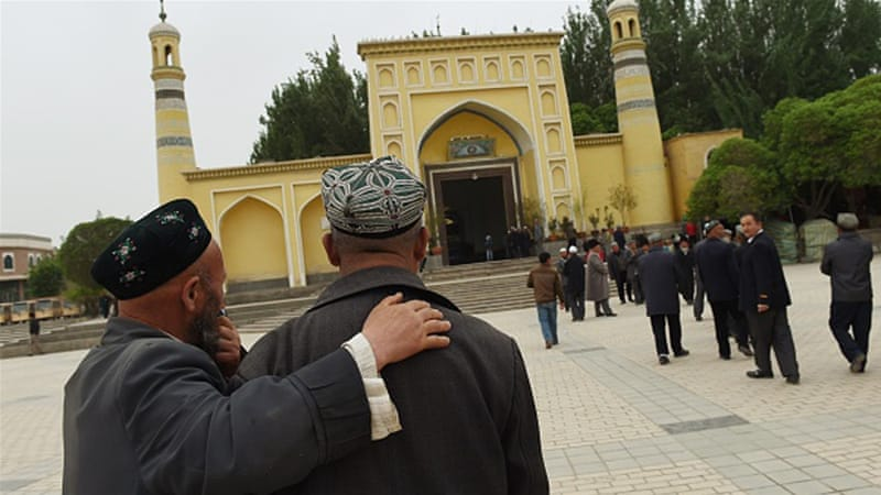 Uighur men making their way to the Id Kah mosque for afternoon prayers in Kashgar, in China's western Xinjiang region [AFP]