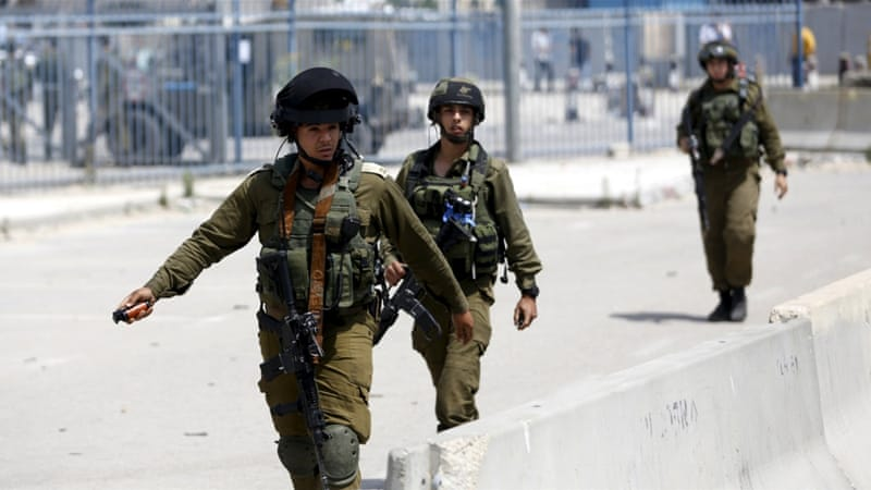 Israeli forces shot dead two Palestinians during an alleged knife attack at the Qalandia checkpoint [Mohamad Torokman/Reuters]
