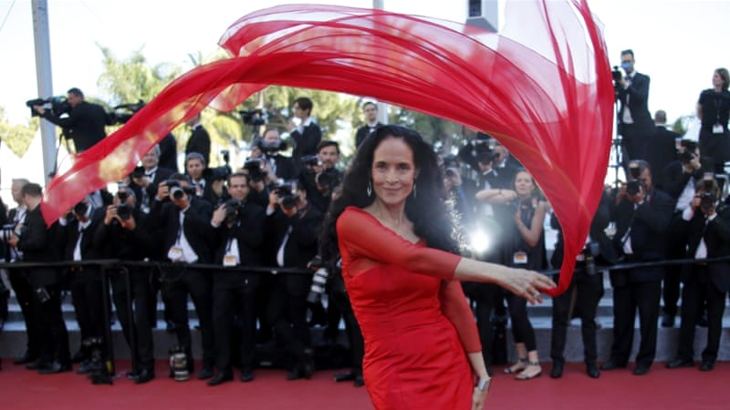 Actress Sonia Braga poses on the red carpet as she arrives for the screening of the film Elle in competition at the 69th Cannes Film Festival. [Reuters]