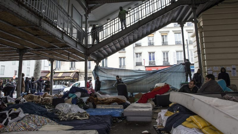 Refugees set up a makeshift camp under the elevated metro station of Stalingrad in Paris [Etienne Laurent/EPA]