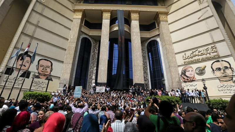 Journalists protest against restrictions on the press in front of the Press Syndicate in Cairo, Egypt [Reuters]