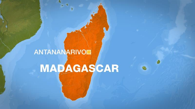Madagascar: People without face masks forced to sweep streets ...