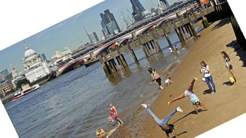 Beside the Thames on a hot day, London - postcard style [Niklas Halle''n / AFP]