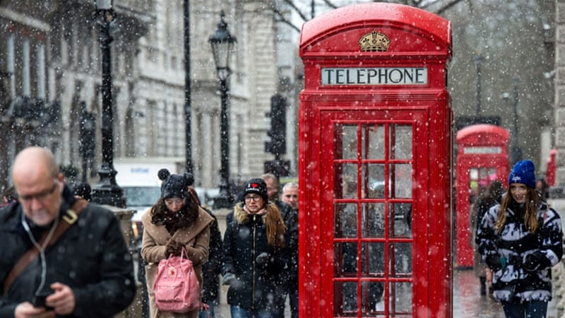 Snow in London, where flights from Heathrow airport were disrupted [Getty Images]