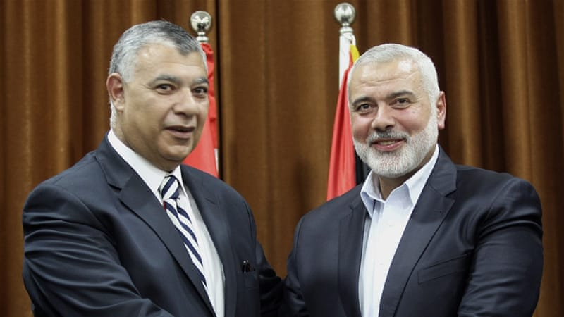Hamas leader Ismail Haneiya (R) meets Egyptian Intelligence Minister Khalid Fawzi at his office in Gaza City earlier this month [EPA]