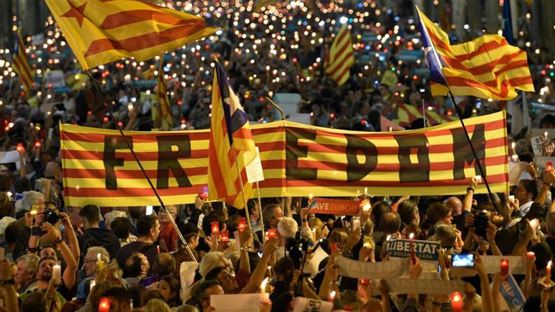 Thousands demand release of jailed Catalan separatists