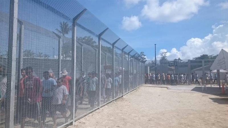 How can the crisis on Manus Island be resolved?