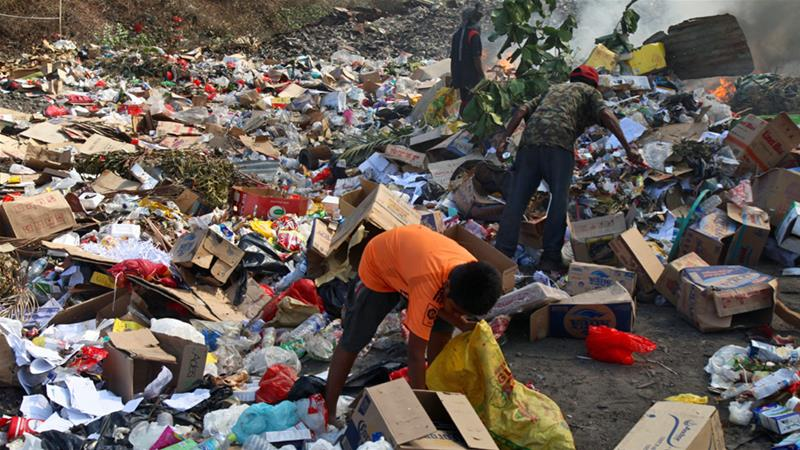 Unregulated dumping of most of Dili's garbage includes lethal asbestos and untreated hospital waste [Ian Lloyd Neubauer/Al Jazeera]