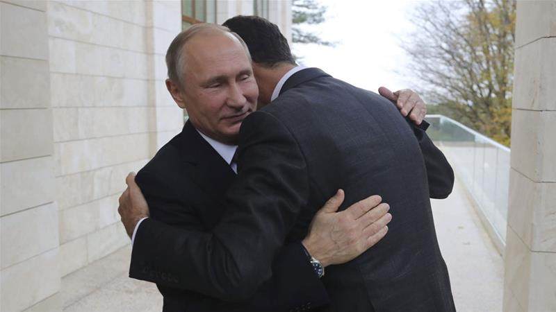 Putin (L) welcomed Assad at the Black Sea resort of Sochi [Mikhail Klimentyev/Kremlin via Reuters]