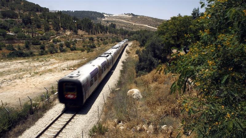 Israel faz planos para ressuscitar uma linha de trem uma vez ocupada que liga o coração da península árabe ao porto de Haifa no Mediterrâneo. [Reuters / Ronen Zvulun]
