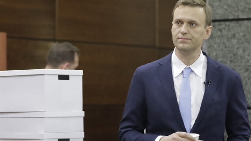 Russian opposition leader Alexei Navalny submitted the papers despite the election committee's earlier remarks he will not be eligible to be put on the ballot [Reuters]