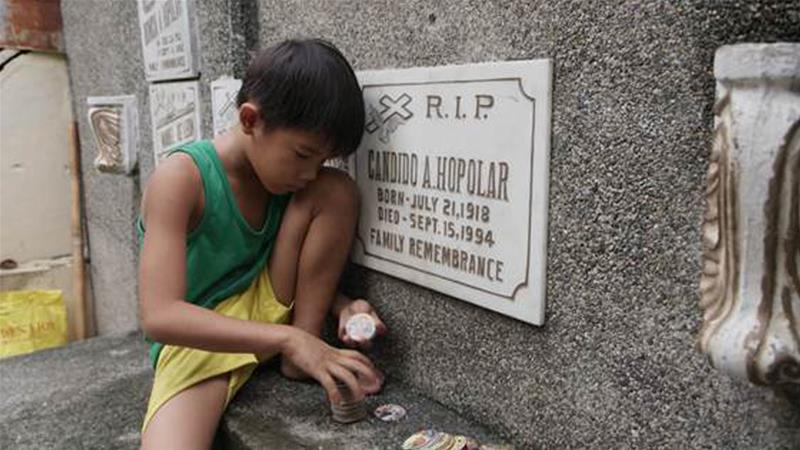 Living with the Dead in the Philippines