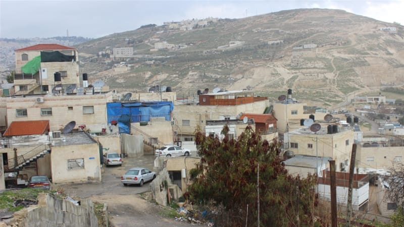 Israel demoshes Arab homes to build road to settlements