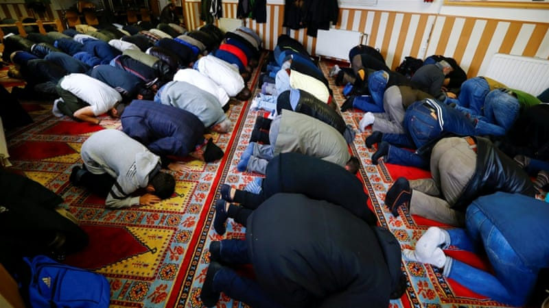 Muslims pray during Friday prayers at the Turkish Kuba Camii mosque located near a hotel housing refugees in Cologne's district of Kalk, Germany, October 14, 2016 [Wolfgang Rattay/Reuters]