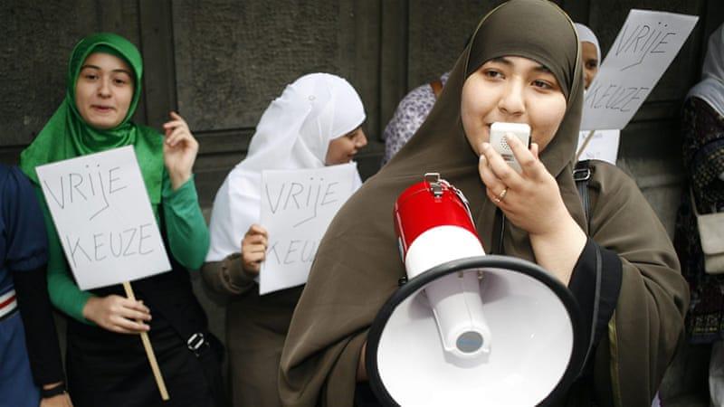 EU eplyers can ban hijab