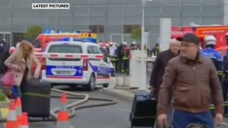 Man killed after seizing soldier's gun at Paris airport; 3000 evacuated