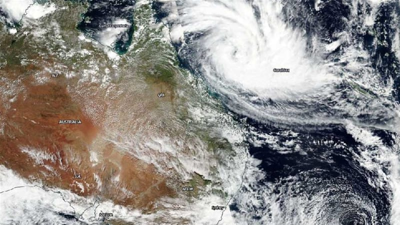 Thousands evacuated as cyclone bears down on Australia