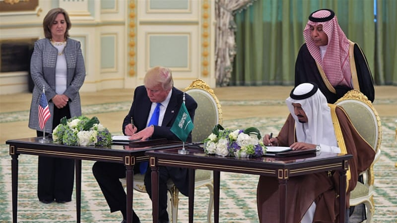 US President Donald Trump and Saudi Arabia's King Salman signing the deal [Mandel Ngan/AFP]