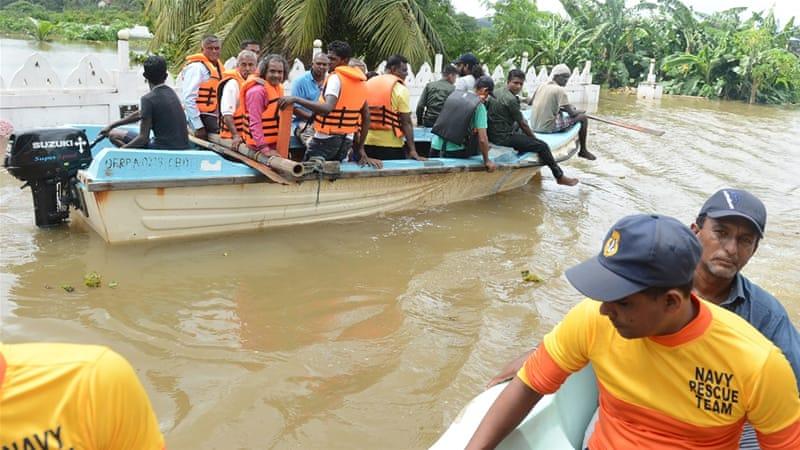 Sri Lanka: Foreign aid arrives as flood toll tops 200