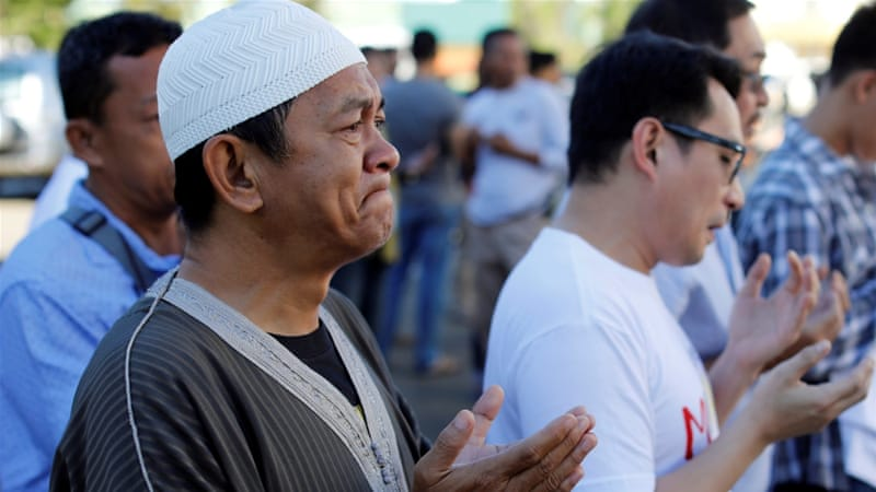 Muslims attended prayers at a Marawi mosque in an emotional gathering [Jorge Silva/Reuters]