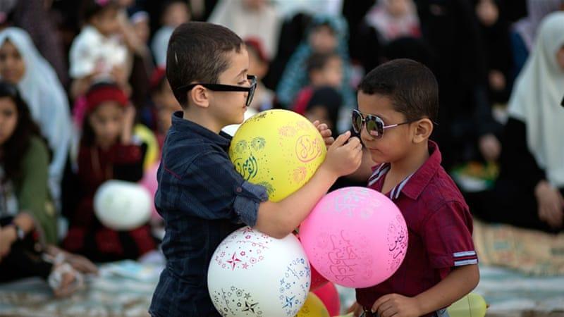 Muslims around the world celebrate Eid al-Fitr 2017