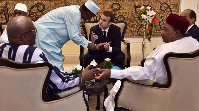 Chad's president Idriss Deby Itno speaks with French President Emmanuel Macron during the G5 Sahel summit, in Bamako, Mali on July 2, 2017 [Reuters/Christophe Archambault]