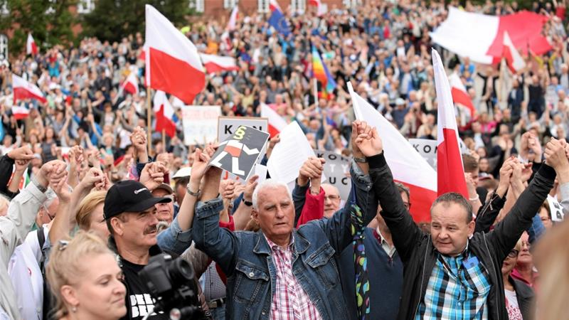 Polish government has vowed to push ahead with all the reforms despite the protests [Agencja Gazeta/Reuters]