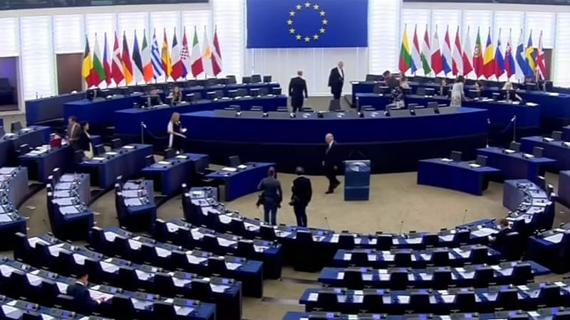 Juncker tells near-empty EU Parliament: You are ridiculous