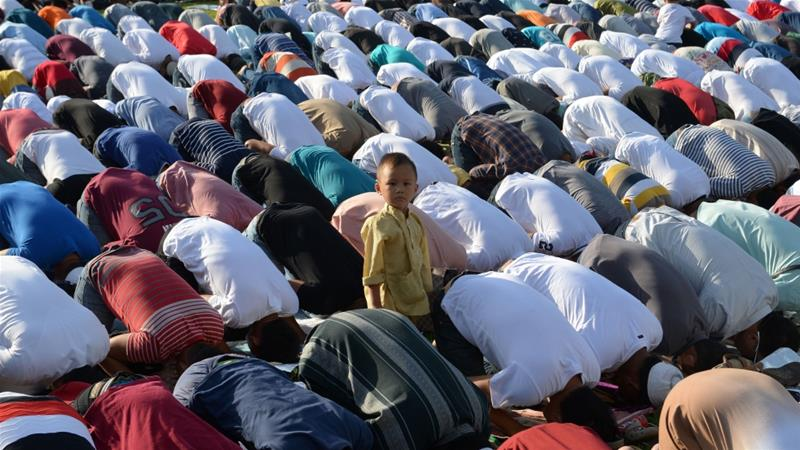Filipino Muslims pray during Eid al-Adha at a park in Manila [Ted Aljibe/AFP]