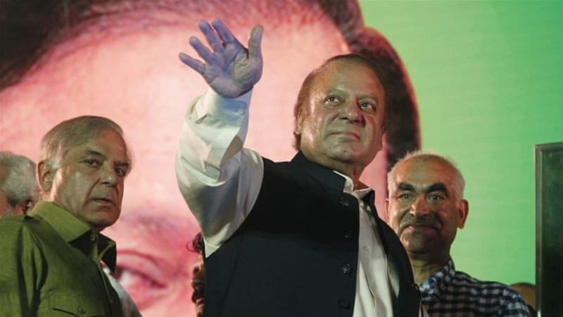 Pakistani anti-corruption court indicts Sharif