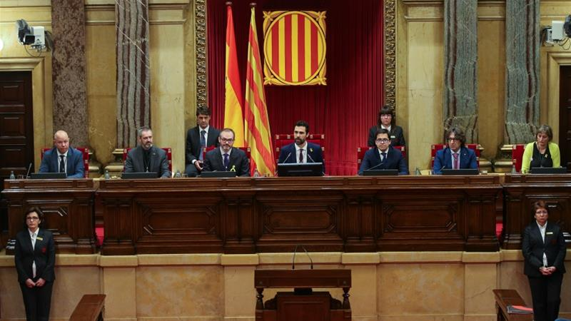 Roger Torrent (C), new Speaker of Catalan parliament, delivers his speech during the first session of Catalan Parliament after the regional elections in Barcelona [Albert Gea/Reuters]