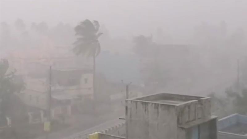 Strong winds and heavy rain pounds Brahmapur in Odisha state [NiteshFanaaS via Storyful]