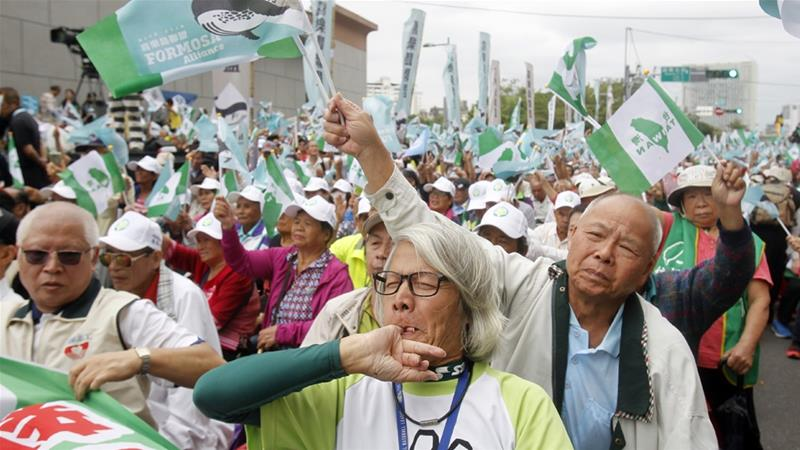 Thousands march to support independence vote in Taiwan