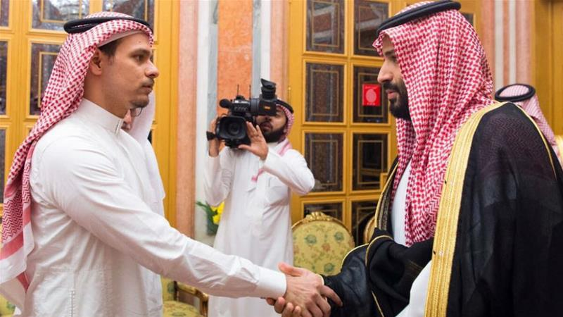 Salah Khashoggi shook hands with Mohammed bin Salman who gave condolences in Riyadh [Saudi Press Agency]