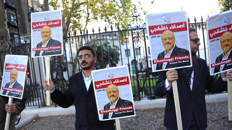 People protest against the killing of journalist Jamal Khashoggi in Turkey outside the Embassy of Saudi Arabia in London, Britain, October 26 2018 [Simon Dawson/Reuters]