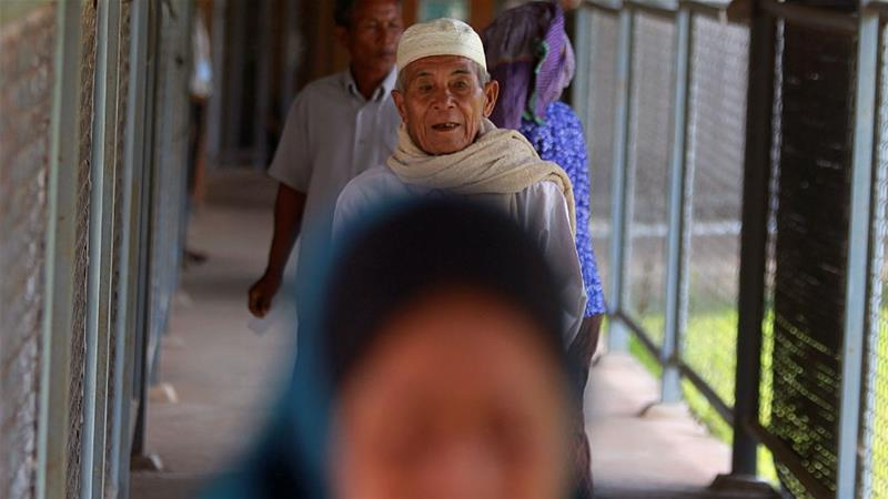Cham Muslims arrive at the Khmer Rouge Tribunal in Cambodia in August 2016 [File: Pring Samrang/Reuters]