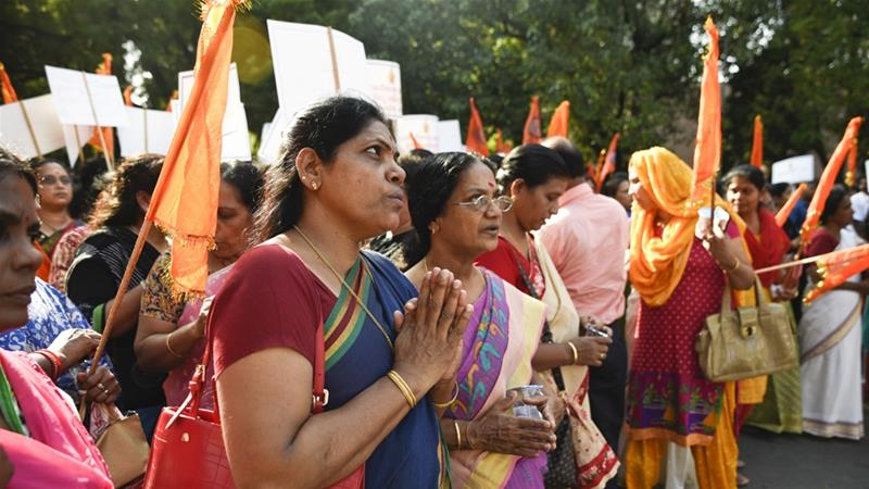 Devotees throng Indian flashpoint temple, but no women