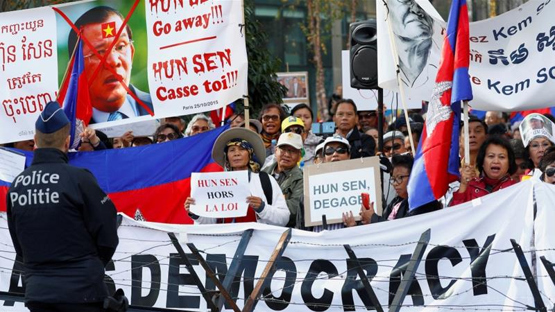 Protesters chant slogans against Cambodia's Prime Minister Hun Sen during the EU-Asia leaders summit in Brussels, Belgium on October 19, 2018 [Francois Lenoir/Reuters]