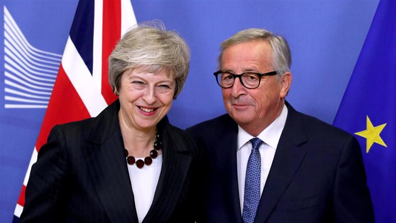 Theresa May and Jean-Claude Juncker discussed the political declaration on Wednesday [Yves Herman/Reuters]